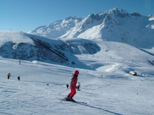 skiing-mountains-france